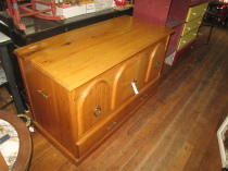 Lift top Blanket chest